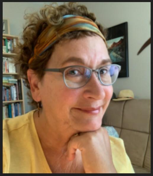 Lianda, the artist in a blurry photo
